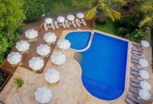 Uma vista da piscina em Beach Hotel Cambury ou nos arredores