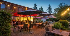 Ein Restaurant oder anderes Speiselokal in der Unterkunft Hotel Herrmann