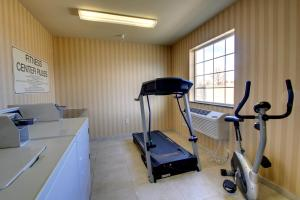 The fitness center and/or fitness facilities at Cobblestone Hotel - Wayne