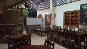 A restaurant or other place to eat at Ciudad Perdida EcoLodge