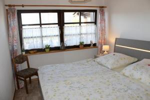 A bed or beds in a room at Ferienwohnung bei Inge und Heinz