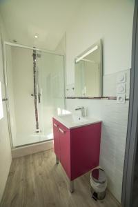 Salle de bains dans l'établissement Appart Hotel de la Souleuvre