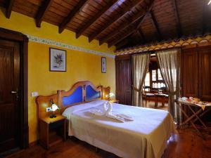 Een bed of bedden in een kamer bij El Nogal Hotel Boutique & Spa