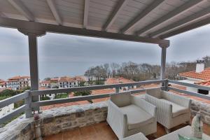 A balcony or terrace at Centaur Villa