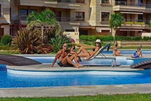 A piscina em ou perto de Nuevo apartamento en Isla de la Toja