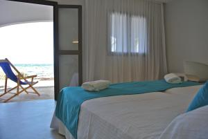 A bed or beds in a room at Hostal Aigua Clara