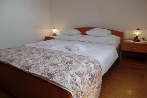 A bed or beds in a room at Apartments Mljet