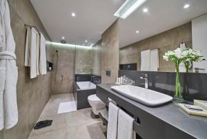 A bathroom at PortoBay Rio de Janeiro