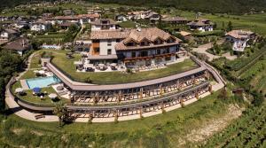 Blick auf Hotel Torgglhof aus der Vogelperspektive