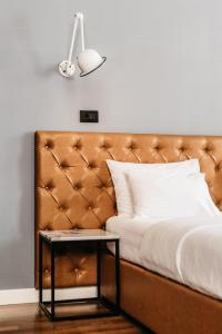 A bed or beds in a room at Abokamento Boutique Rooms