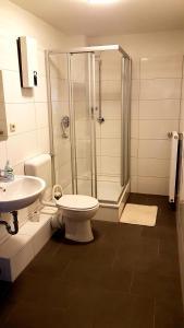 A bathroom at Herberge-Duisburg-Beeck