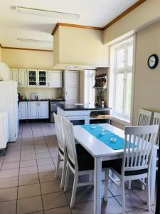 A kitchen or kitchenette at Sanitas