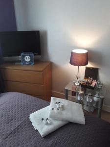 A bed or beds in a room at Homestay Oakridge Crescent