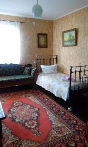 """A bed or beds in a room at Usadba """"Guest House"""""""