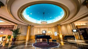 The lobby or reception area at Inn at the Colonnade Baltimore - A DoubleTree by Hilton Hotel