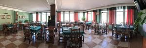A restaurant or other place to eat at Hostal Sanpatiel