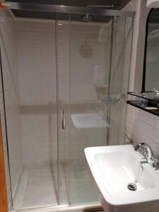 A bathroom at Santiago 15 Casa Palacio