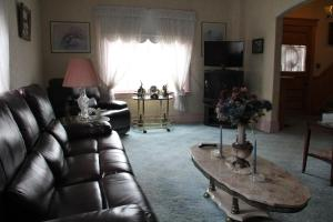 A seating area at Leah Jane's Bed & Breakfast