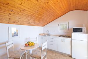 A kitchen or kitchenette at Apartments Klaić