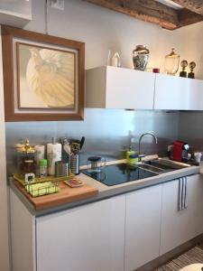 A kitchen or kitchenette at Venezia Luxury Biennale Design