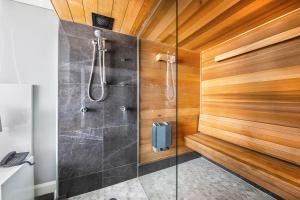 Ein Badezimmer in der Unterkunft Canberra Rex Hotel
