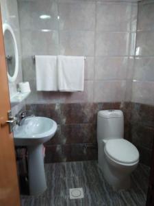 A bathroom at Emirates Plaza Hotel