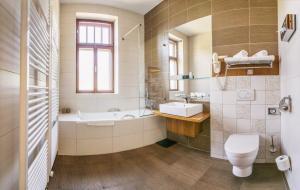 Koupelna v ubytování Wellness & spa hotel Augustiniánský dům