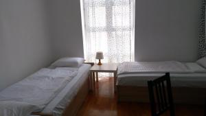 Кровать или кровати в номере Broadway City Guesthouse