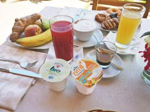 Breakfast options available to guests at Albergo Villa Riccio
