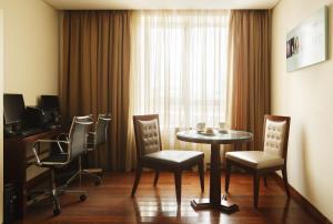 A seating area at Crowne Plaza Moscow - Tretyakovskaya, an IHG Hotel