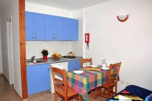 Cucina o angolo cottura di S'Arenal Apartments