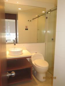 Um banheiro em Tamarindo Centro Vip Apartment