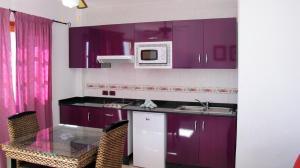 Een keuken of kitchenette bij Bungalows Rebecca Park