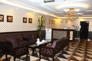 Um restaurante ou outro lugar para comer em Marina Hotel