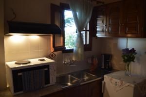 A kitchen or kitchenette at Adilon