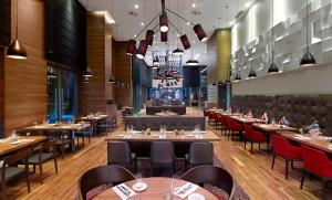A restaurant or other place to eat at DoubleTree by Hilton Zagreb