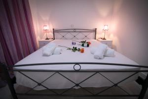 A bed or beds in a room at Aias Summer House
