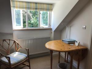 A seating area at Windrush Apartment