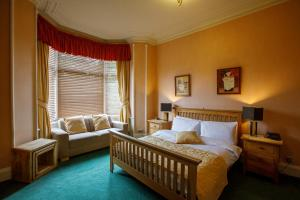 A bed or beds in a room at Inn At The Park Hotel