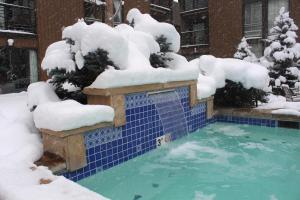 The swimming pool at or near Vail International Condominiums