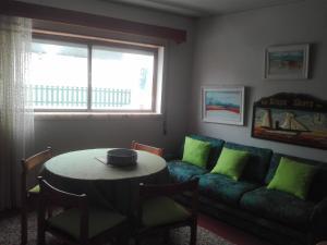 A seating area at Apartamento Praia São Pedro Moel