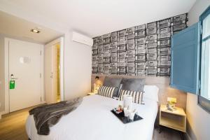 Letto o letti in una camera di Wander by Pillow