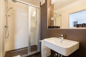 A bathroom at Best Western Hotel Breitbach