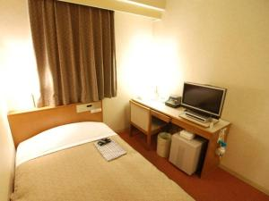 A bed or beds in a room at Hotel New Star Ikebukuro