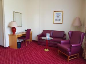 A seating area at PLAZA Schwerin; Sure Hotel Collection by Best Western