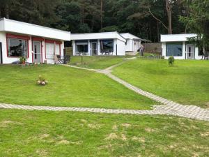 Ein Garten an der Unterkunft Bungalow Ückeritz