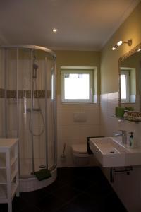 Ein Badezimmer in der Unterkunft Pension Kalinde
