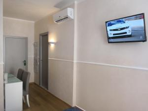 A television and/or entertainment center at Alla Marina Affittacamere