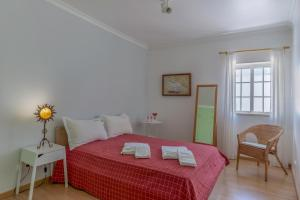 A bed or beds in a room at FLH Muralhas da Vila Apartment