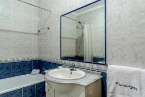 A bathroom at FLH Muralhas da Vila Apartment